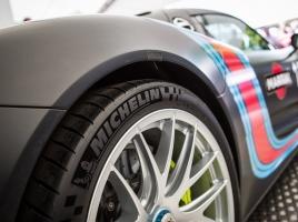 タイヤワックスにはどのような効果がある?水性タイプと油性タイプどちら良いのか?