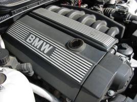 2万kmでも交換不要?BMWのエンジンオイルの交換サイクルはどれくらい?