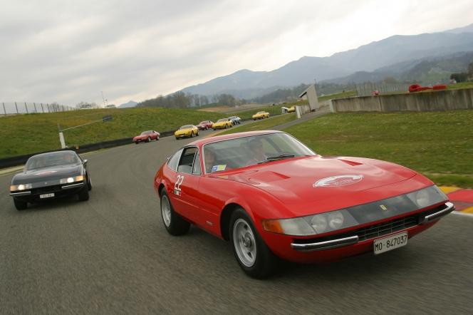 フェラーリ 365GTB/4 デイトナ