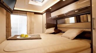 バーストナージャパン.ロードトレックジャパンより、Grand Panorama i830Gのベッドルーム