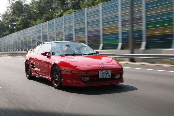 SW20 MR2 (flicker)