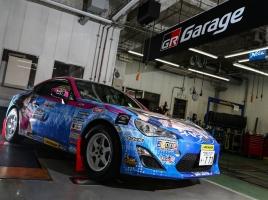 美しすぎるレーシングドライバー塚本奈々美が2018年はラリーに挑戦?過酷な現場で一役買うフロントガラスとは?