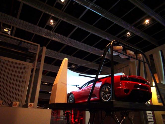 F1ドライバーも使用!超本格的シミュレータ、スクーデリア・チャレンジ