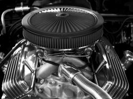 様々な形状があるエンジンの吸気フィルター(エアクリ)…その性能の違いは?