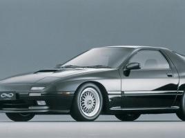 中古でマツダ RX-7を買う場合、FCとFDどちらが良いのか?