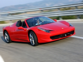 フェラーリ 458スパイダーってどんな車?スペックや中古相場は?