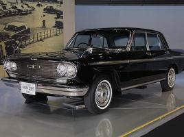 後継車はセンチュリー!?国産初のV8エンジン搭載車、クラウン エイトとは?