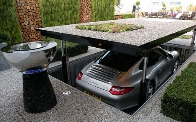 ガレージ B