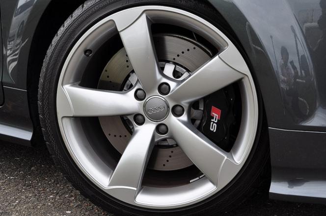 大径タイヤ