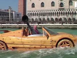 これはすごい!木でフェラーリを造ったお爺さん。そして、水の都へ