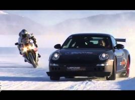 雪上で258km/hに到達!?ランエボ、911とヤマハのバイクが対決…最も速いのは?