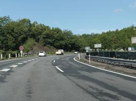 高速道路での事故 そのときどうする?