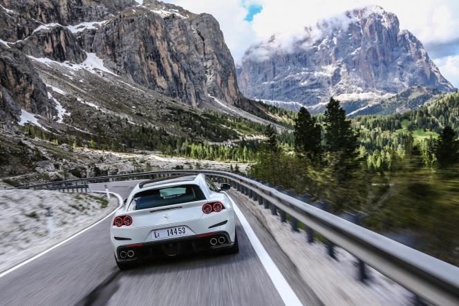 フェラーリ GT4 ルッソ