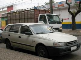 トヨタ カルディナってどんな車?歴史や燃費、中古相場について