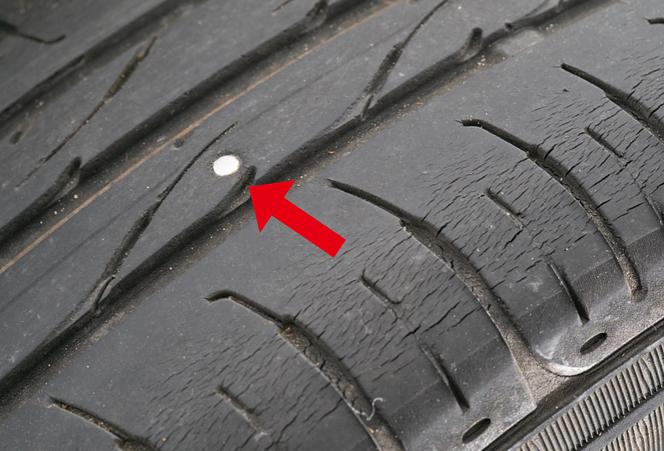 タイヤ 釘