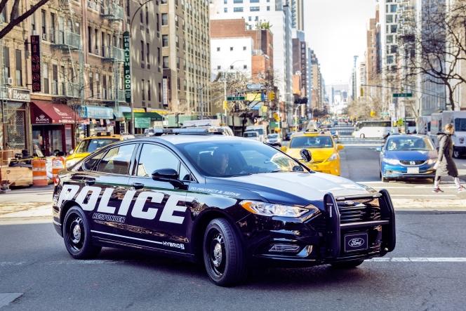 フォード レスポンダー FORD POLICE RESPONDER hybrid (2017)
