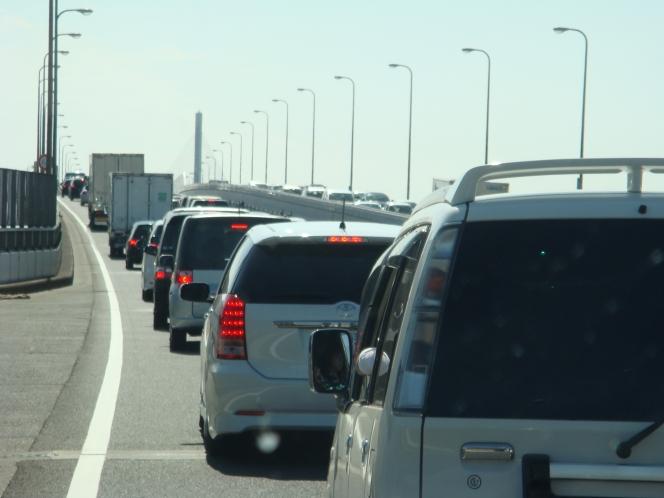 高速道路での渋滞最後尾