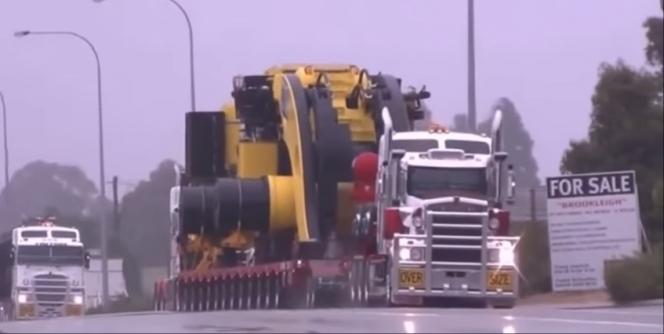 タイヤの多いトラック