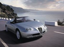 埋もれちゃいけない名車たち VOL.1 官能的に奏でるエンジン「Alfa Romeo Spider」