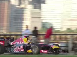 F1マシンがNYを爆走!!マンハッタンでドッタンバッタン!!