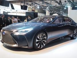 【東京モーターショー速報】ワールドプレミアのレクサスLF-FCはLEXUS初の燃料電池技術採用!