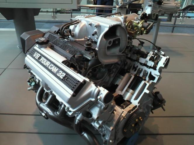 トヨタ1UZ-FE型4リッターV8エンジン