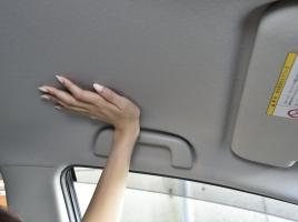 天井タッチ、強いドア閉め…車好きならわかる同乗者にして欲しくないことは?