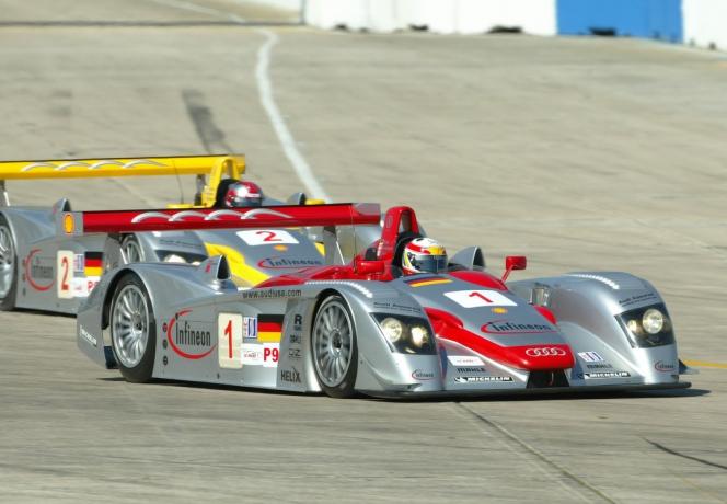 アウディ R8 レーシングカー