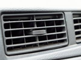 意外に多い純正クーラーのついていない旧車…後付エアコンは可能?