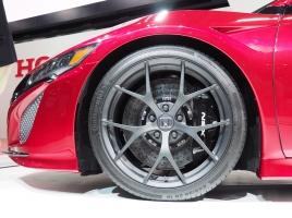 なぜタイヤに窒素を入れるのか?果たして本当に効果はある?