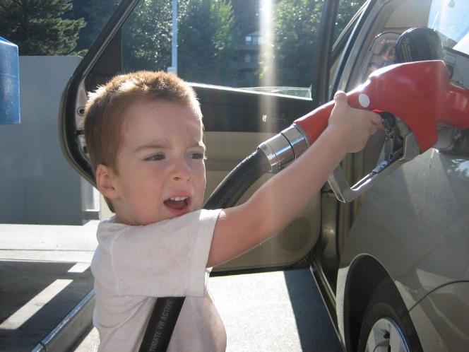 ガソリンスタンド 子供
