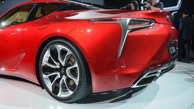 lc500 rear side