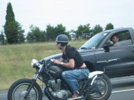 バイクのすり抜けによる事故…バイクに逃げられた際の対処法は?