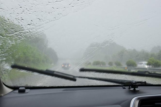 ワイパー 雨