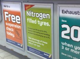 ガソスタで見かける『窒素ガス確認」の看板…タイヤの窒素ガスは本当に意味があるのか?