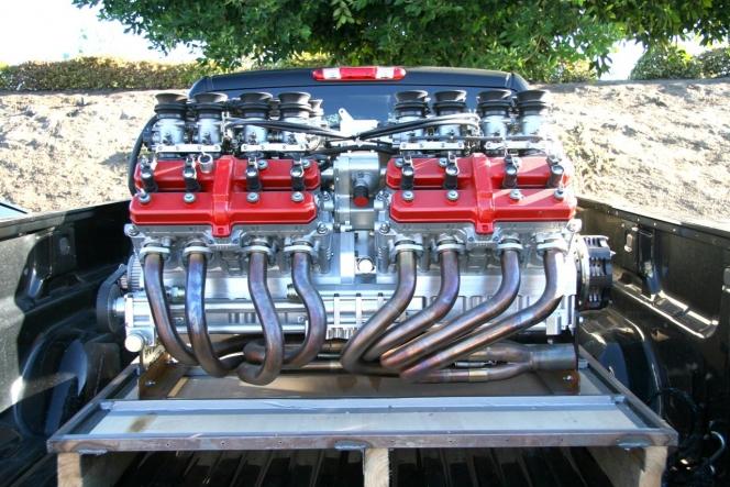 V16エンジン