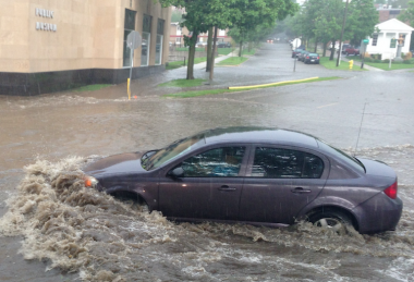 車 事故 水没