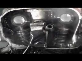 【動画】エンジンが1万4000回転している瞬間のバルブの動きがすごい!