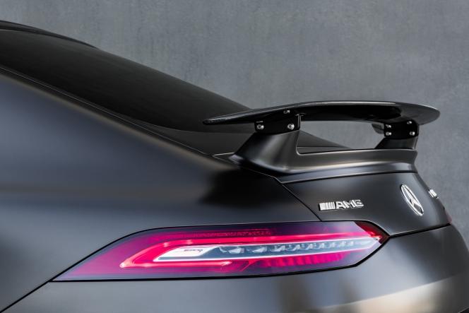 メルセデスAMG GT4ドアクーペ