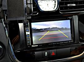 なぜ最近はモニターで車の上から周囲を確認できるのか?