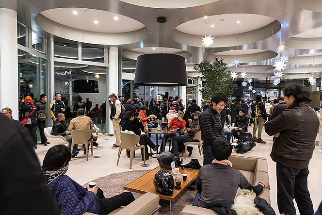 アヘッド  新たな、土曜日の夜の集会場 〜BMW Night Rider Meeting