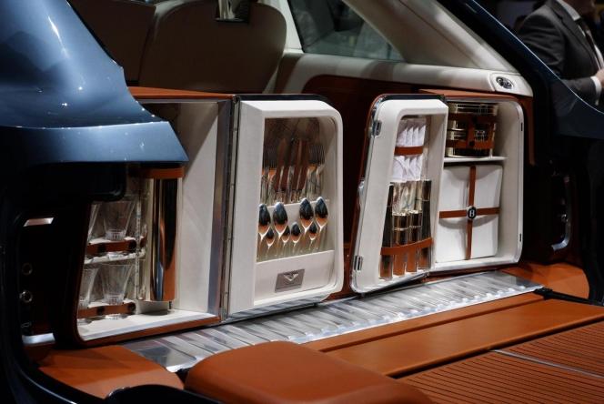 ベントレー SUV インテリア