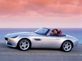 007シリーズに登場!BMW Z8がプレミアムな理由とは?