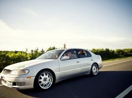トヨタの「走りのセダン」アリスト V300は今でも速いのか?
