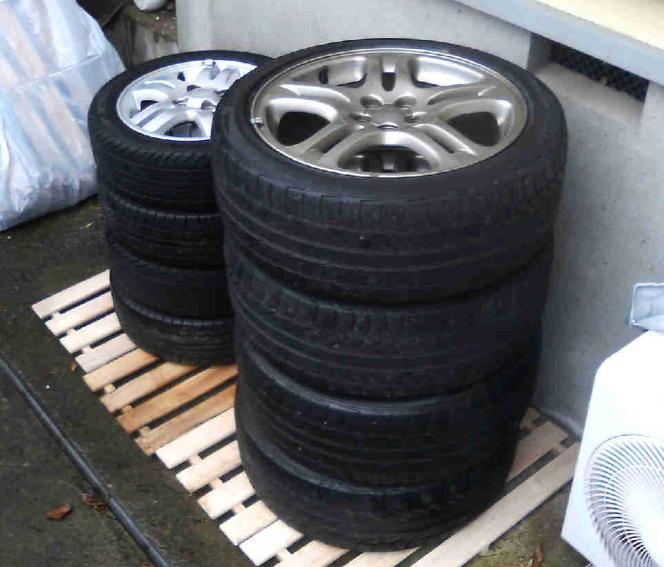 タイヤ保管(横積み)