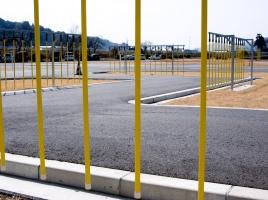なぜ、日本ではバック駐車が当たり前になったのか?海外での駐車事情は?