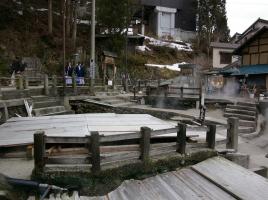 朝市・火祭り・麻釜など貴重な体験も!「野沢温泉・スキー場」おすすめ観光スポット10選