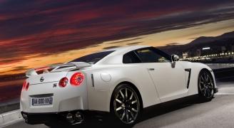 Nissan GT-R ホワイト