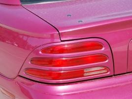なぜアメ車のリアウインカーは赤いのか?