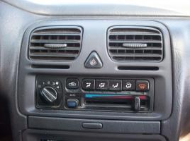 冬場に車のヒーターをつけたときの独特の臭い…その原因と対処法は?